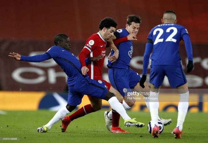 Buộc Liverpool nhận thành tích tệ nhất lịch sử, Chelsea phả hơi nóng vào gáy Man United - Ảnh 1.