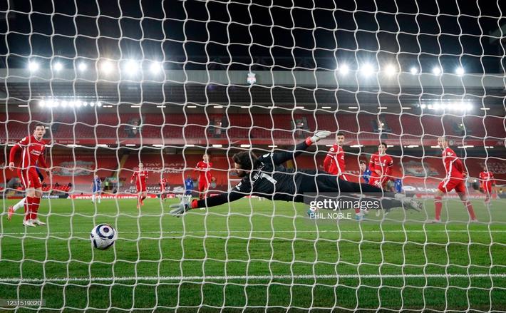 Buộc Liverpool nhận thành tích tệ nhất lịch sử, Chelsea phả hơi nóng vào gáy Man United - Ảnh 3.