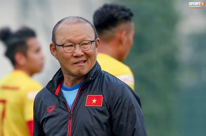 Hàng thủ tuyển Việt Nam thủng lỗ chỗ, HLV Park Hang-seo đau đầu tìm cách vá - Ảnh 3.