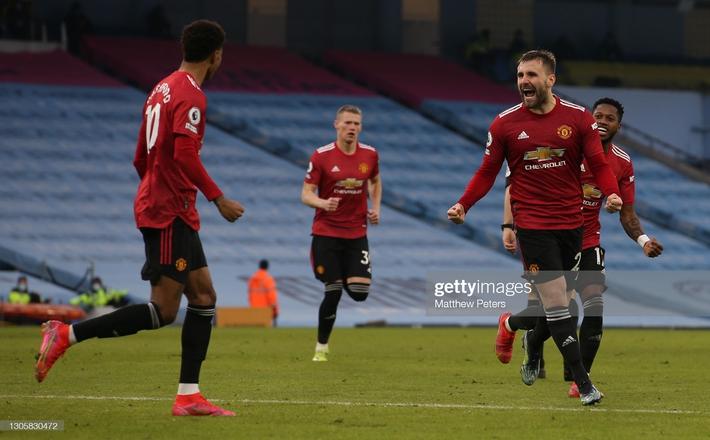 Man United bắn hạ Man City bằng 2 tuyệt chiêu; Tottenham hồi sinh ngoạn mục với Bale - Ảnh 4.