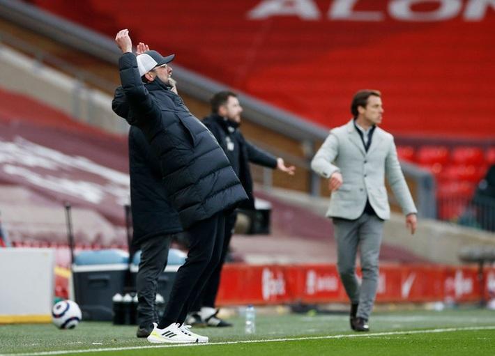 Khi Jurgen Klopp không còn là bất khả xâm phạm ở Liverpool - Ảnh 3.