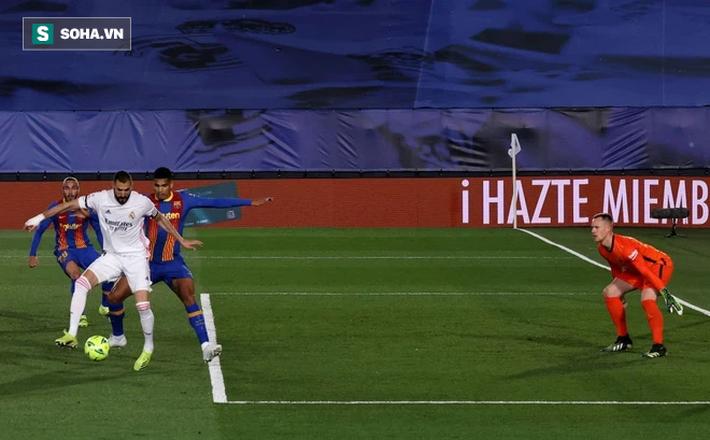 Thắng siêu kịch tính ở siêu kinh điển, Real Madrid bước qua Barca đoạt ngôi đầu - Ảnh 1.