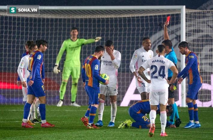 Thắng siêu kịch tính ở siêu kinh điển, Real Madrid bước qua Barca đoạt ngôi đầu - Ảnh 2.