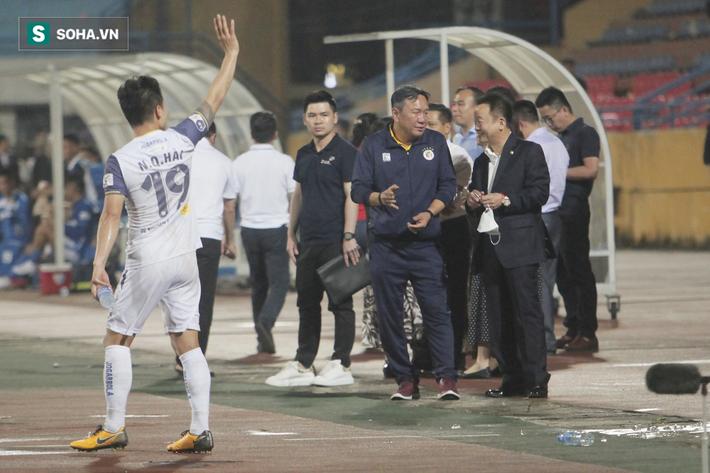 Bầu Hiển vui ra mặt, nắm chặt tay động viên Hà Nội FC trước ngày có biến động lớn - Ảnh 7.