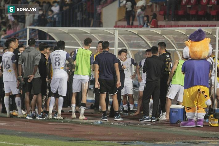 Bầu Hiển vui ra mặt, nắm chặt tay động viên Hà Nội FC trước ngày có biến động lớn - Ảnh 3.