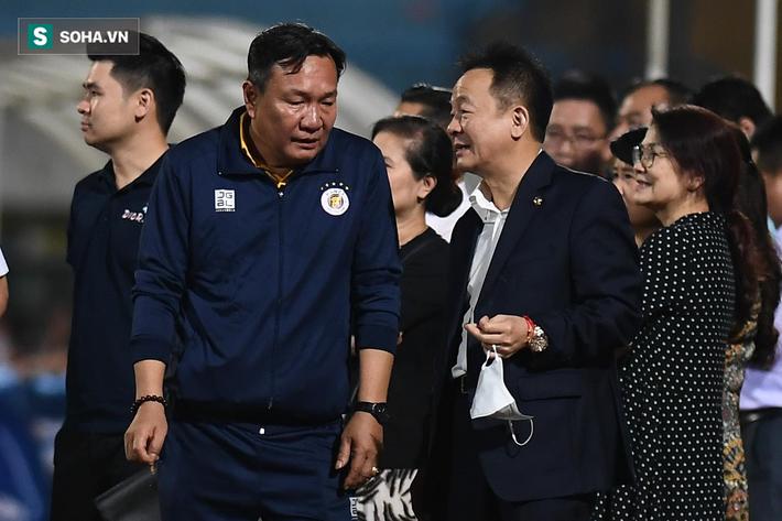Bầu Hiển vui ra mặt, nắm chặt tay động viên Hà Nội FC trước ngày có biến động lớn - Ảnh 5.