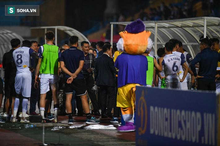 Bầu Hiển vui ra mặt, nắm chặt tay động viên Hà Nội FC trước ngày có biến động lớn - Ảnh 4.