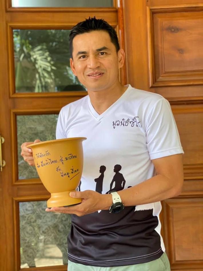 Kiatisak nhận món quà đặc biệt từ Thái Lan - Ảnh 1.