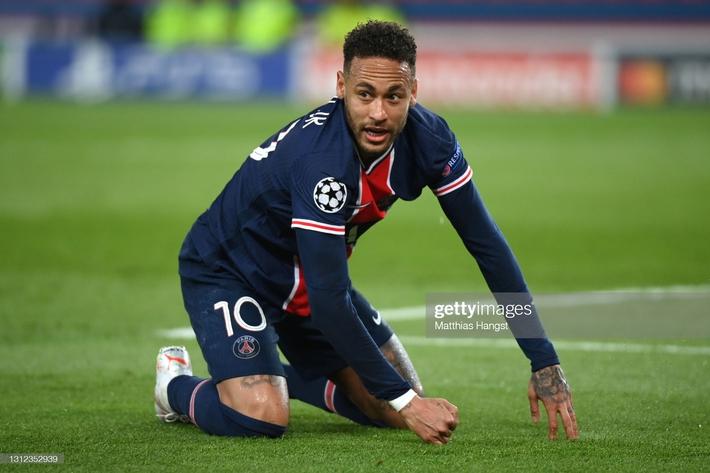 Neymar sút trúng cả xà ngang lẫn cột dọc, PSG vượt qua Bayern trong cảnh tim đập chân run - Ảnh 1.