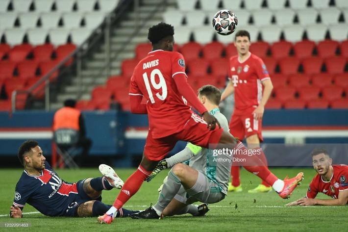Neymar sút trúng cả xà ngang lẫn cột dọc, PSG vượt qua Bayern trong cảnh tim đập chân run - Ảnh 2.