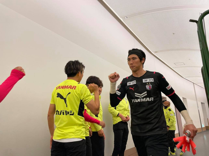 Đồng đội Văn Lâm phản lưới vô duyên, Cerezo Osaka thua cay đắng trước CLB mới lên hạng - Ảnh 2.