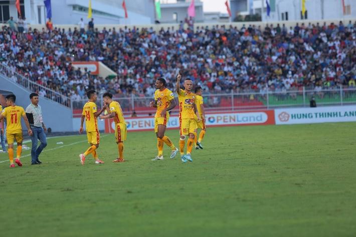 Liên tục thi đấu thăng hoa, Đông Á Thanh Hóa lại được thưởng khoản tiền khủng - Ảnh 1.
