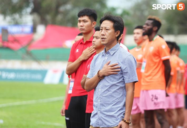 HLV Nguyễn Thành Công: Chiến thắng này giúp các cầu thủ giải tỏa tâm lý - Ảnh 1.