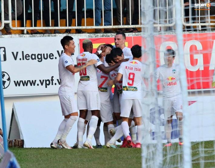 V.League đột biến sau vòng 10: Nam Định âm thầm đua vô địch, Hà Nội FC đã biết hoảng - Ảnh 1.