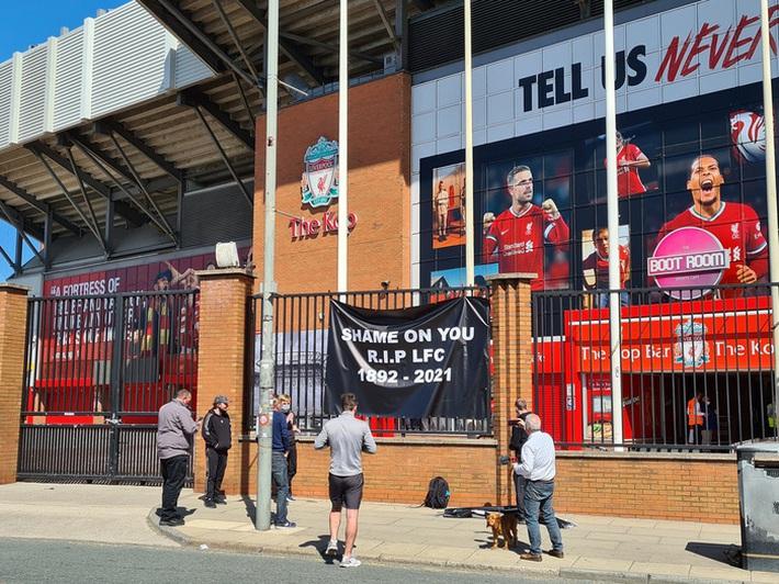 Biến căng ở Liverpool: Fan chúc đội nhà yên nghỉ vì gia nhập Super League - Ảnh 2.