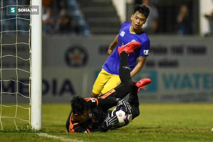 Lá chắn thép của thầy Park vỡ toang, Hà Nội FC có thống kê tệ nhất giải sau trận thua trắng - Ảnh 3.