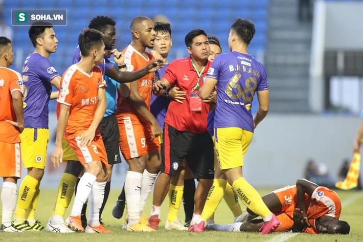 Lá chắn thép của thầy Park vỡ toang, Hà Nội FC có thống kê tệ nhất giải sau trận thua trắng - Ảnh 4.