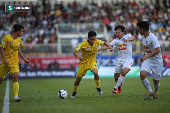 Hiện tượng đáng mừng cho bầu Đức & bất cập lớn của bóng đá Việt Nam - Ảnh 2.