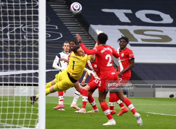 Mộng vô địch của Man United bị giáng một đòn mạnh; Tottenham hồi sinh sau khi sa thải Mourinho - Ảnh 5.