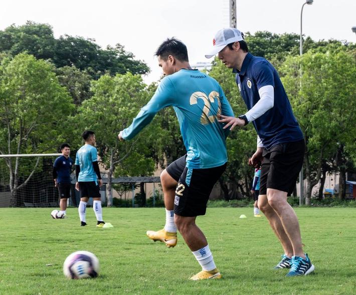 HLV Hàn Quốc: Hà Nội FC không được phép gục ngã vì có nhiều tuyển thủ Việt Nam - Ảnh 2.