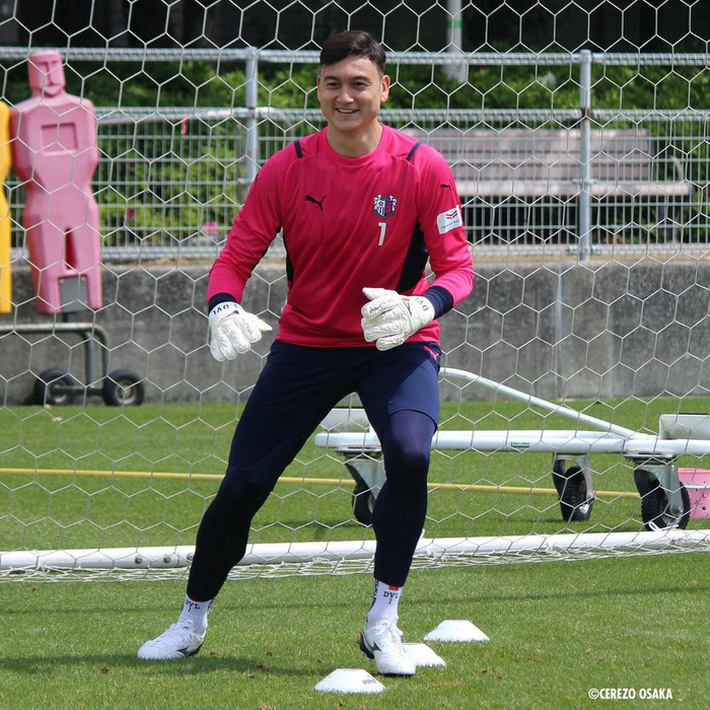 """Văn Lâm hạnh phúc trong lần đầu tập luyện ở Cerezo Osaka, nhờ """"em yêu"""" nhận xét màu áo mới - Ảnh 3."""