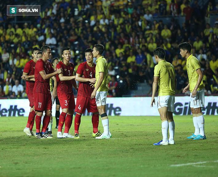 Hết đá lúc nửa đêm, tuyển Việt Nam lại phải thi đấu trên sân không khán giả ở vòng loại World Cup - Ảnh 1.