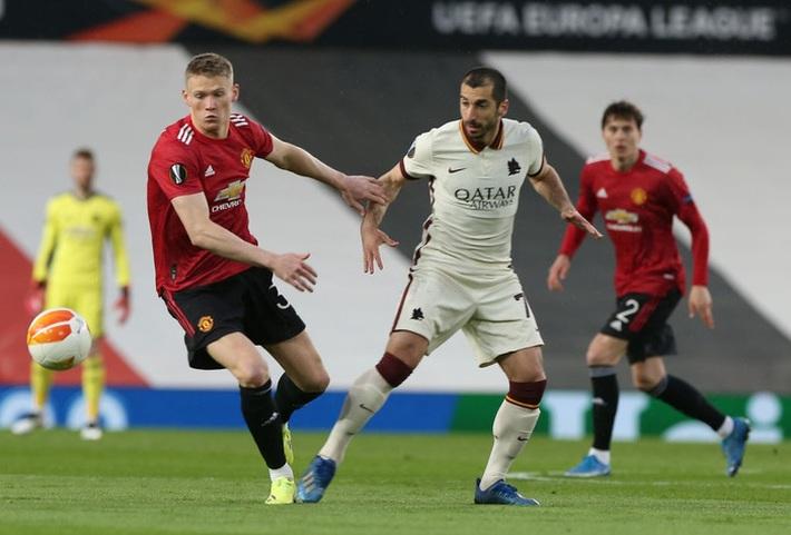 Chấm điểm cầu thủ MU vs Roma: Bùng nổ tam giác Pogba - Bruno - Cavani - Ảnh 6.