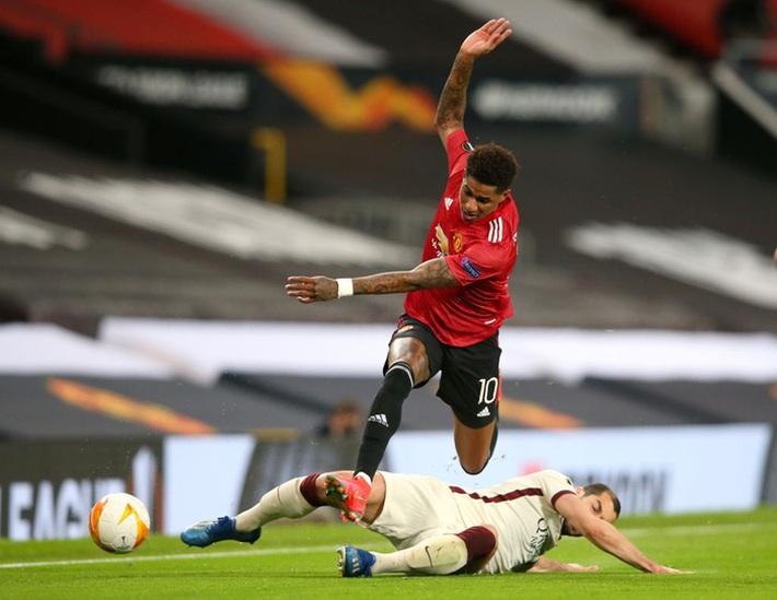 Chấm điểm cầu thủ MU vs Roma: Bùng nổ tam giác Pogba - Bruno - Cavani - Ảnh 8.