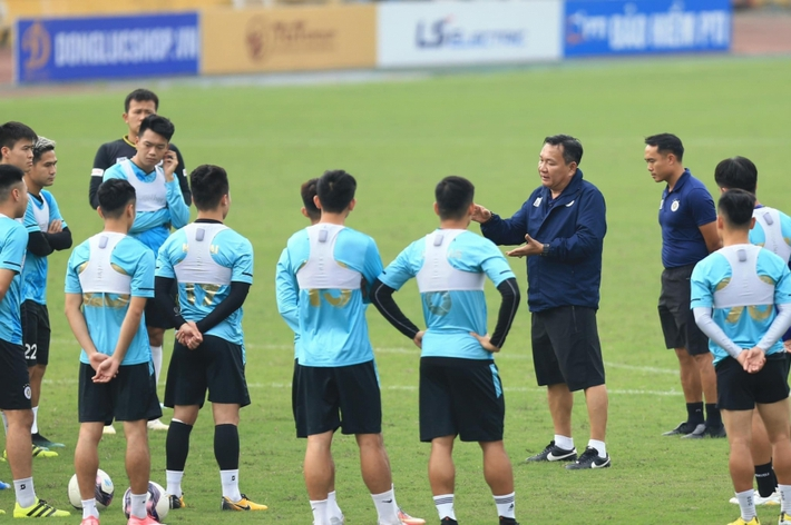 HLV Hoàng Văn Phúc đặt mục tiêu vô địch cùng CLB Hà Nội - Ảnh 1.