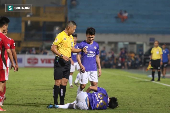 Hà Nội FC thiếu may mắn, trọng tài Ngô Duy Lân quá nặng tay khi rút thẻ đỏ cho Đức Huy - Ảnh 2.