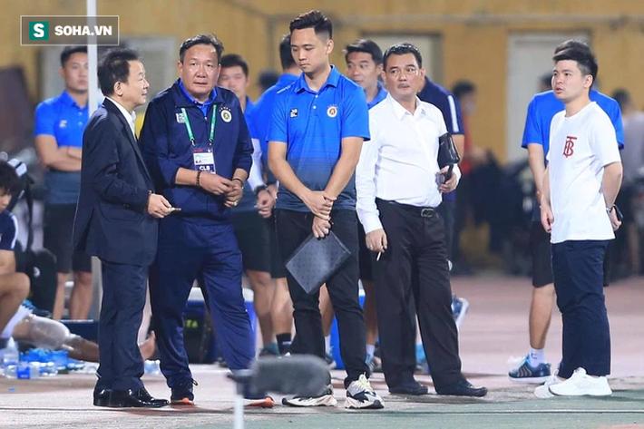 Bầu Hiển không vui, tìm gặp riêng HLV mới sau trận thua của Hà Nội FC - Ảnh 1.