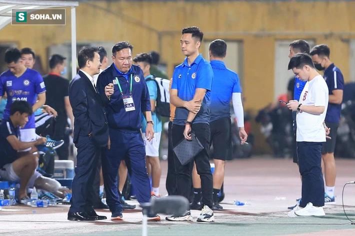 Bầu Hiển không vui, tìm gặp riêng HLV mới sau trận thua của Hà Nội FC - Ảnh 2.