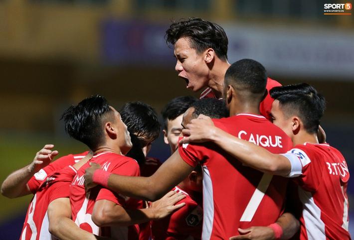Quế Ngọc Hải an ủi Đình Trọng khi Viettel lần đầu khiến Hà Nội FC ôm hận - Ảnh 4.