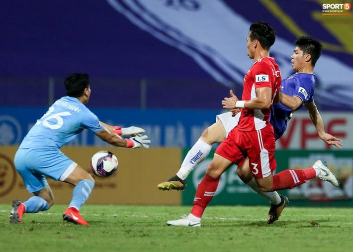Quế Ngọc Hải an ủi Đình Trọng khi Viettel lần đầu khiến Hà Nội FC ôm hận - Ảnh 6.