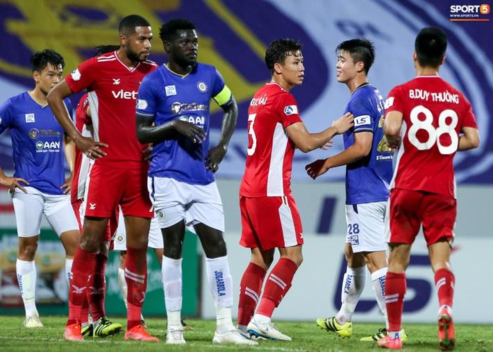 Quế Ngọc Hải an ủi Đình Trọng khi Viettel lần đầu khiến Hà Nội FC ôm hận - Ảnh 7.