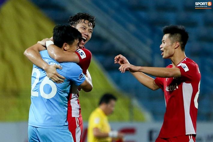 Quế Ngọc Hải an ủi Đình Trọng khi Viettel lần đầu khiến Hà Nội FC ôm hận - Ảnh 8.