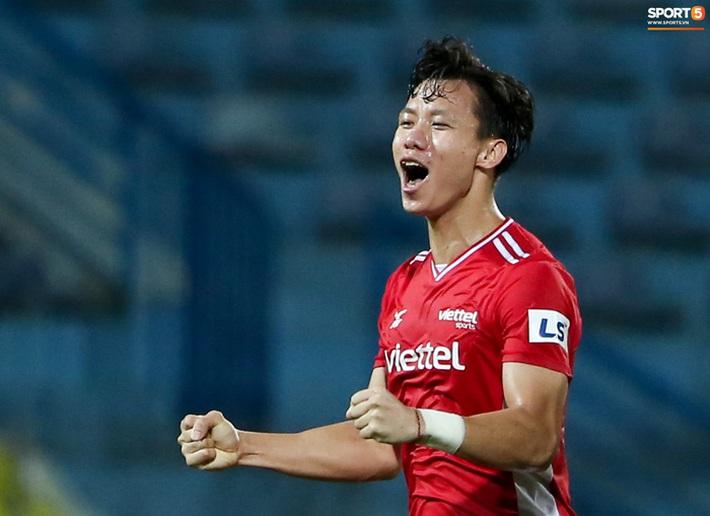 Quế Ngọc Hải an ủi Đình Trọng khi Viettel lần đầu khiến Hà Nội FC ôm hận - Ảnh 9.