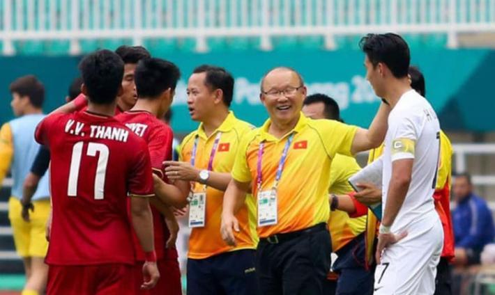 Bị đồn nghe lén HLV Huỳnh Đức, Công Phượng phản ứng lầy lội khiến NHM phì cười - Ảnh 2.