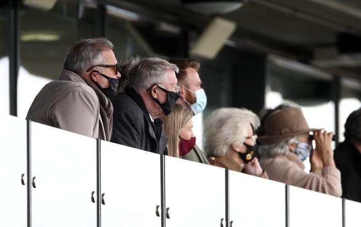 Sir Alex Ferguson giành cú ăn ba ở tuổi 79 - Ảnh 3.