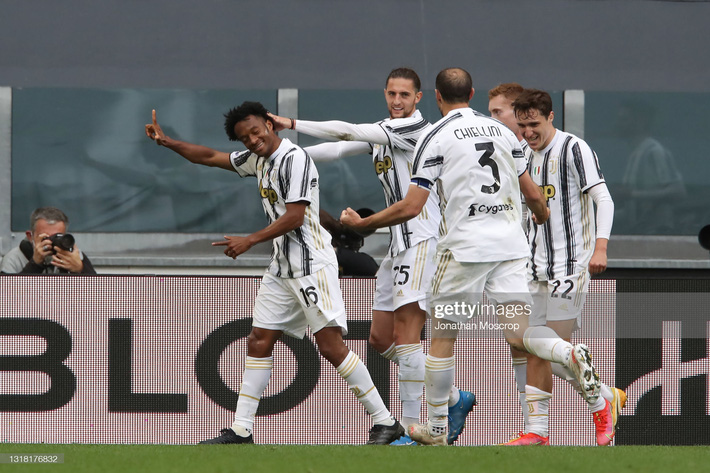 Ronaldo nổ súng níu kéo hi vọng cho Juventus; Chelsea mất chức vô địch vào tay Leicester - Ảnh 2.