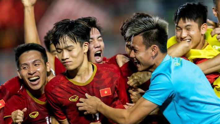 """""""Tin xấu ập đến với HLV Park Hang-seo khi 4 trụ cột của ĐT Việt Nam gặp khó vì luật FIFA - Ảnh 1."""