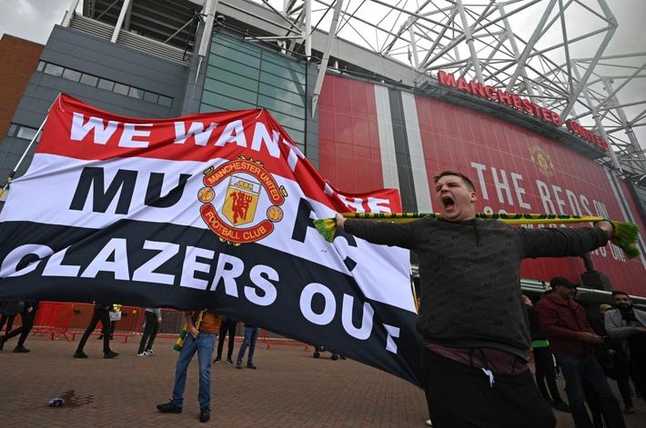 CĐV MU biểu tình làm loạn Old Trafford: Đây mới là điểm khởi đầu - Ảnh 1.