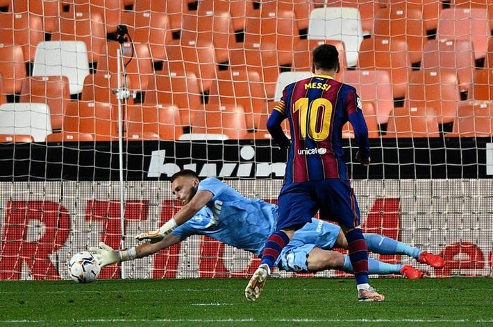 Ngược dòng hạ Valencia, Barcelona quyết không buông cuộc đua vô địch La Liga - Ảnh 5.