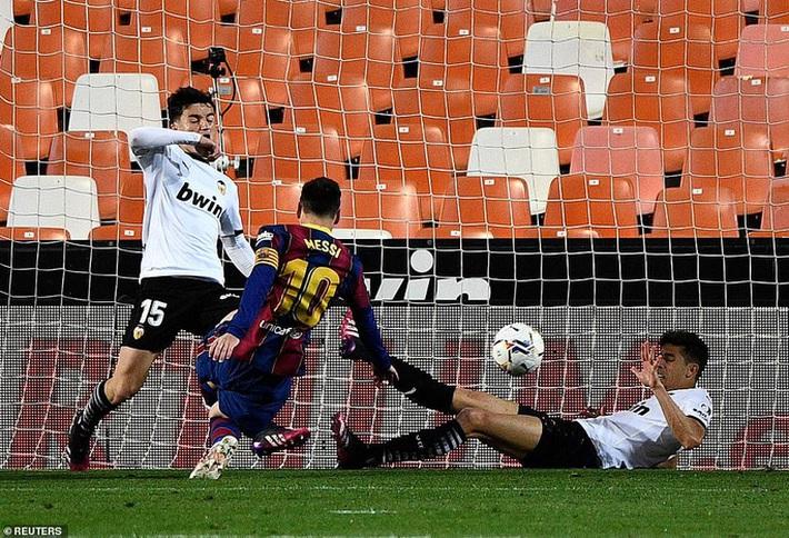 Ngược dòng hạ Valencia, Barcelona quyết không buông cuộc đua vô địch La Liga - Ảnh 6.