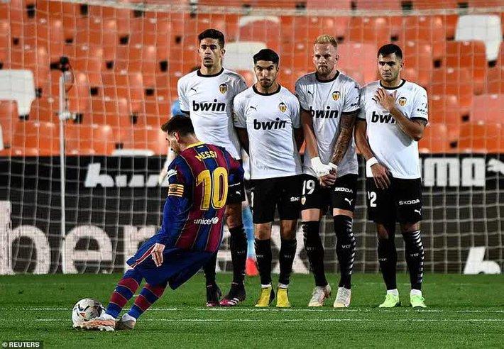 Ngược dòng hạ Valencia, Barcelona quyết không buông cuộc đua vô địch La Liga - Ảnh 8.