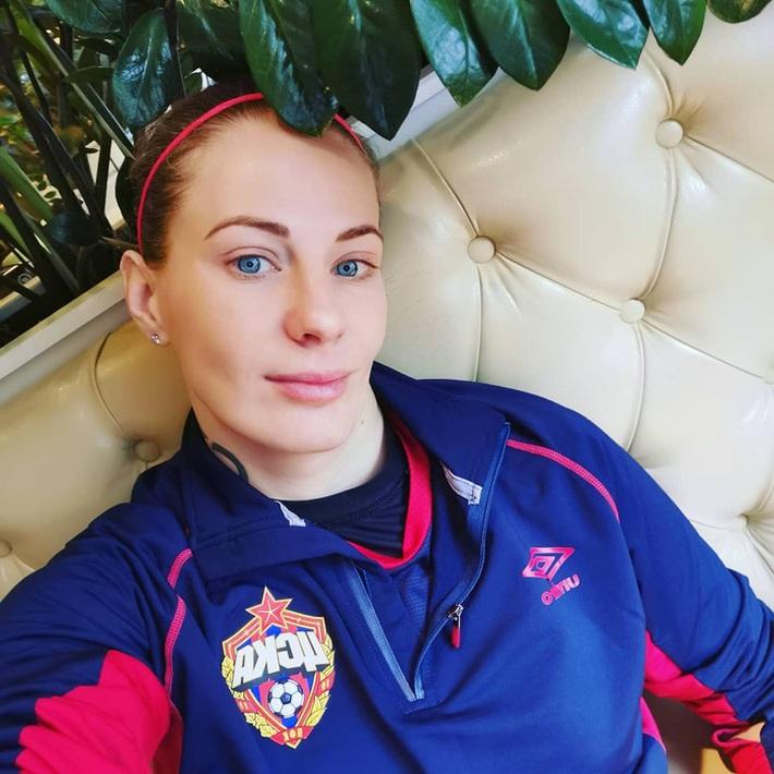 Nữ tuyển thủ Nga tiết lộ: Cầu thủ nữ dễ làm chuyện ấy trước trận hơn đồng nghiệp nam - Ảnh 1.