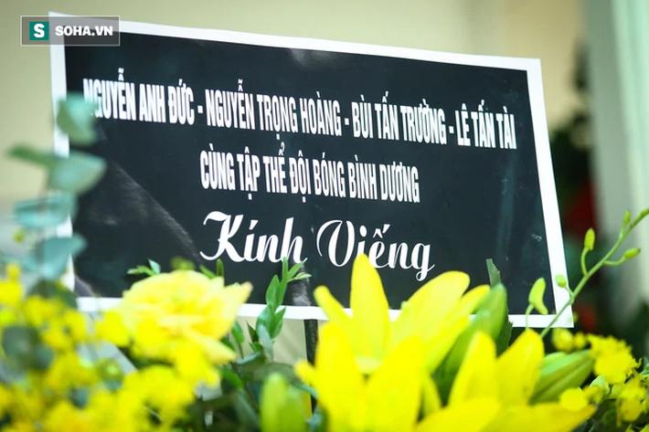 HLV Mai Đức Chung, cầu thủ Thành Lương đến lễ viếng HLV Lê Thụy Hải - Ảnh 3.