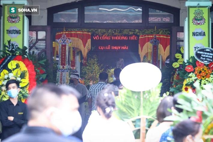 HLV Mai Đức Chung, cầu thủ Thành Lương đến lễ viếng HLV Lê Thụy Hải - Ảnh 4.