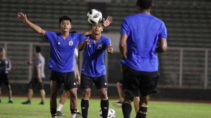 Đối thủ của tuyển Việt Nam phải nhịn ăn, đồng hương thầy Park gặp rắc rối - Ảnh 1.