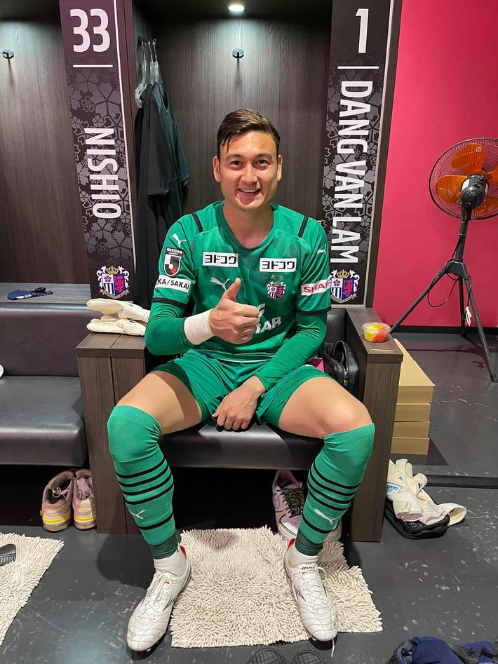 Văn Lâm trải lòng sau trận ra mắt, nói về đối thủ lớn nhất của mình trên đất Nhật Bản - Ảnh 1.